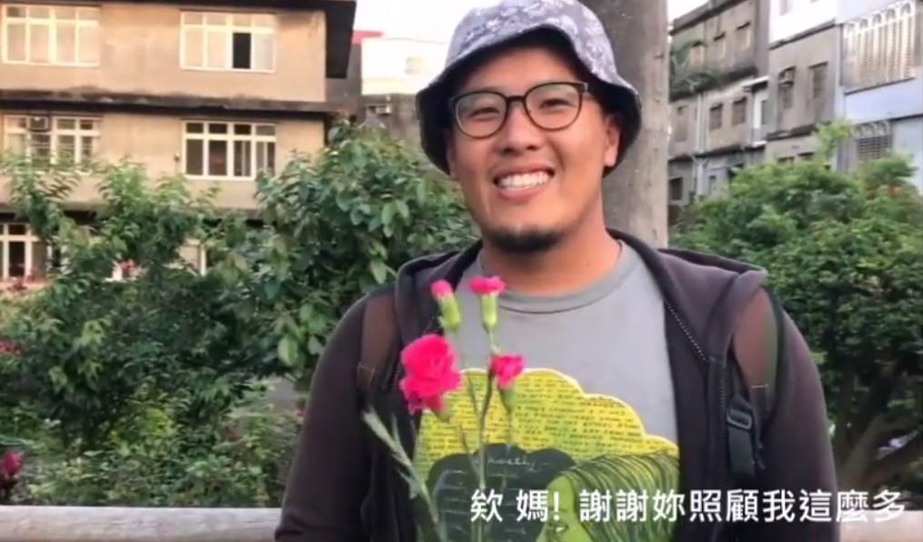 通稿照片08-創意短片邀請路過的民眾『大聲跟媽媽說愛』.jpg