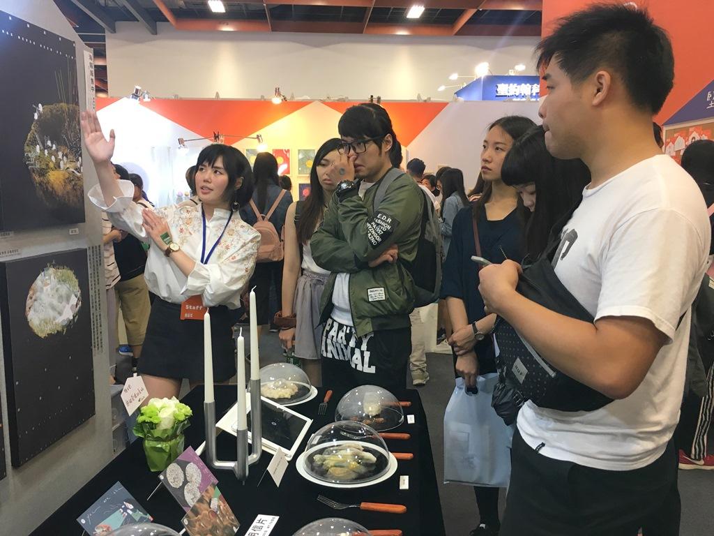 通稿照片07-參觀民眾對於「黴發現」的設計也感到有趣與驚訝.JPG