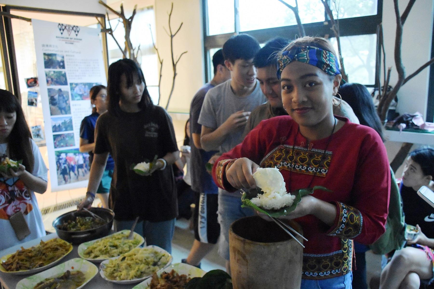 通稿照片3-透過共食共學活動,讓師生體驗原生文化及共食共學教育,翻轉都市部落教學現場。.jpg