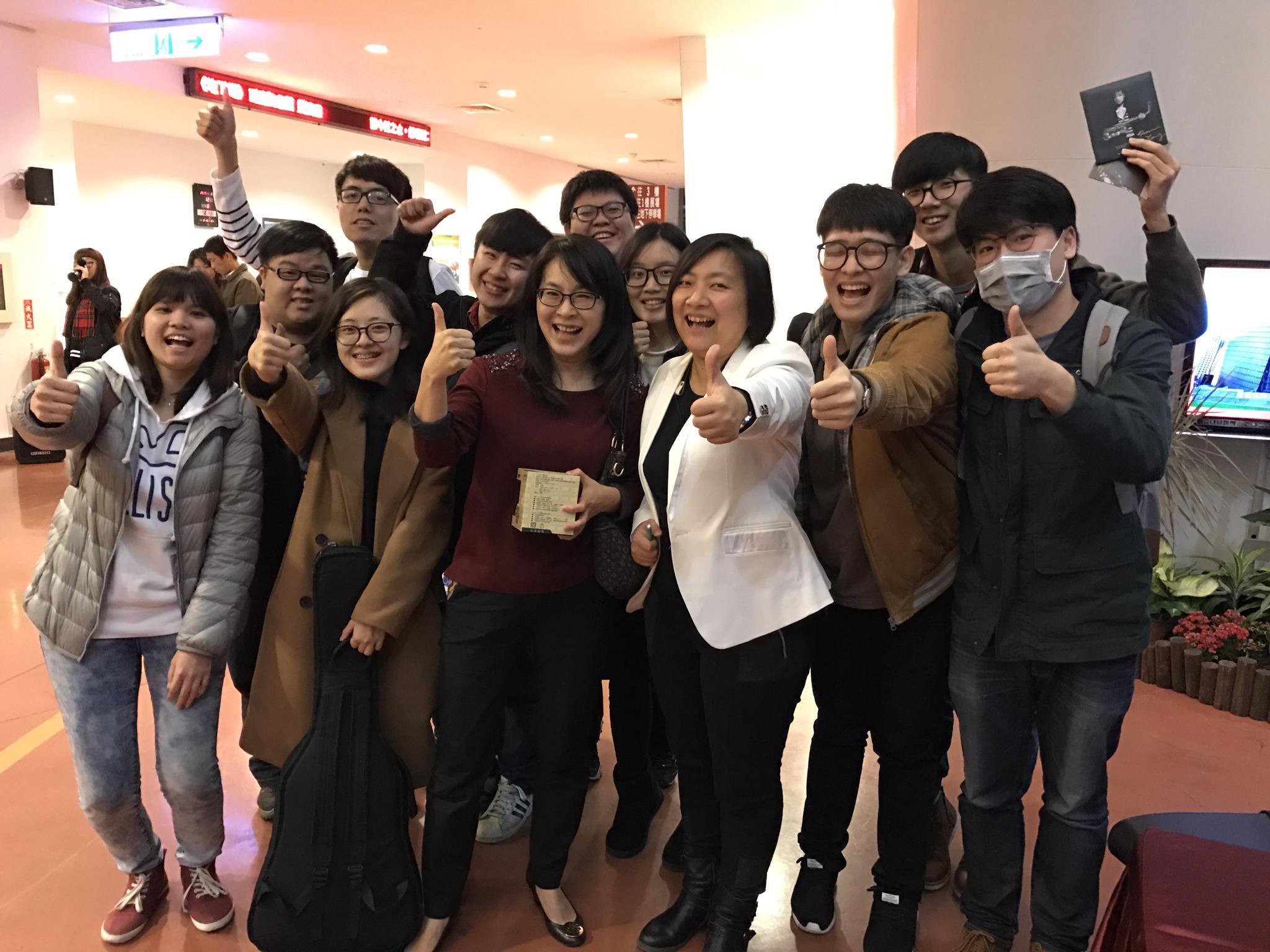 通稿照片7-獲第27屆金曲獎「最佳演奏類專輯」楊曉恩是中原數音老師,帶領實作讓每位同學在畢業時寫出屬於自己的主打歌.JPG