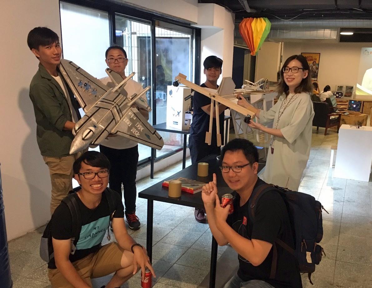 通稿照片04_中原商設創意行李箱展可以看見學校生活、大學生的夢想.jpg