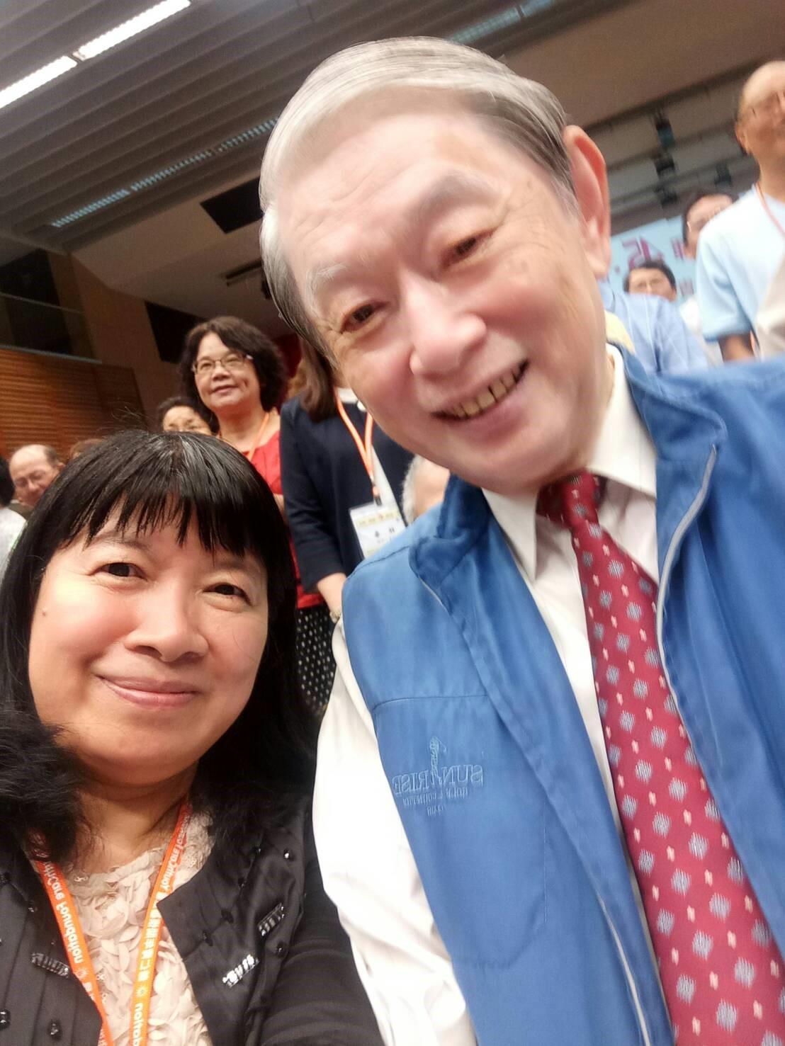 填詞人劉瓊麗與作曲者柯德仁老師相見歡.jpg