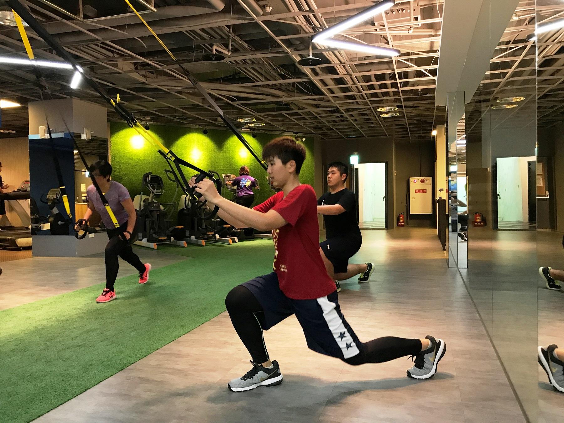通稿照片6-與校外健身房合作TRX等美式肌力訓練課程,藉此提升運動強度。_.JPG