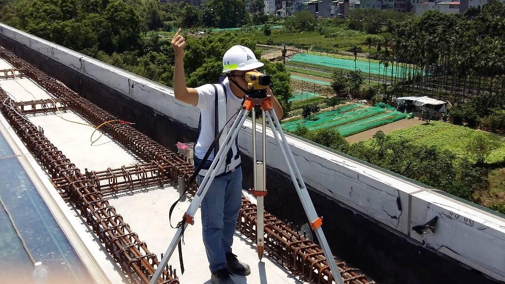 通稿照片05-土木系學生吳信緯參與三環三線營造工程實習,在新店十四張車站(Y7)拍下難得的照片.jpg