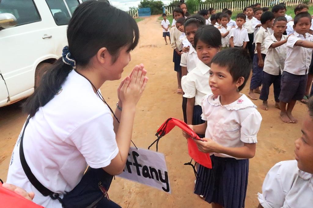 通稿照片06-中原大學海外志工每年暑假都遠赴柬埔寨偏鄉協助當地孩童改善教育環境.JPG