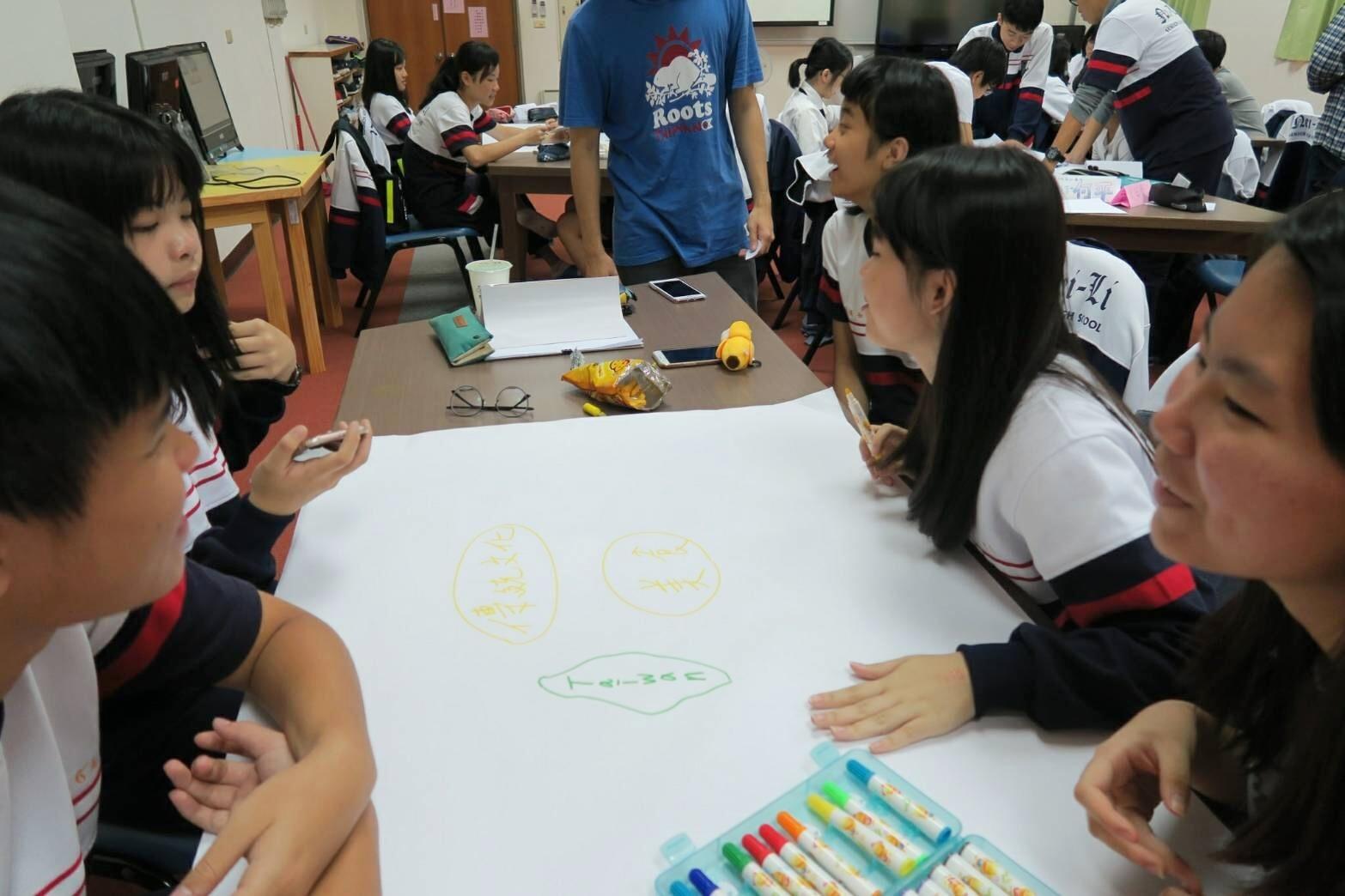 通稿照片-內壢高中團隊則以「創客」為題進行一系列的活動,讓學生透過心智圖等一系列的創意發想課程,打造屬於自己的台灣意象的商品.jpg