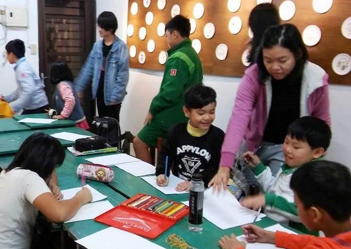 通稿照片09-中原大學應華系透過「多元文化教育」課程帶著金城社區的孩童一起進行華語與英語課後輔導.jpg