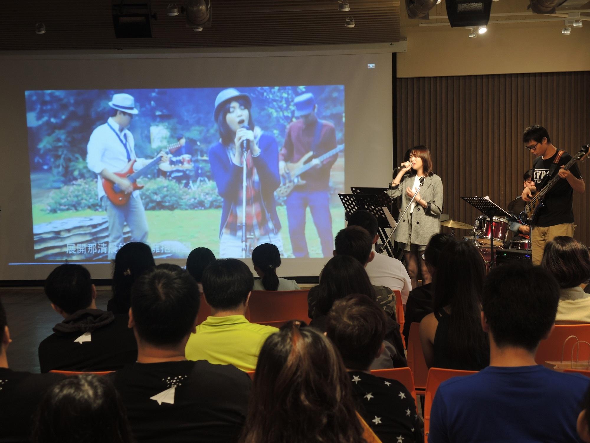 通稿照片-中原大學善用空間有限資源,為學生打造「多功能展演廳」,可舉辦小型演唱會、音樂會等表演活動.jpg