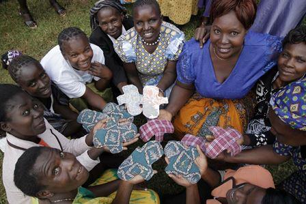 通稿照片-愛女孩提供-楊怡庭要讓非洲當地女性們知道,「因為很愛妳們」,所以希望女性們能夠自行製作生理用品翻轉自己人生價值.jpg