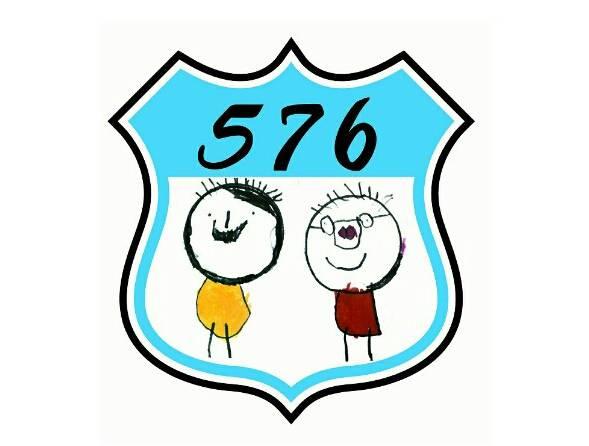 通稿照片-576夢工廠品牌故事LOGO,576是吳其祐名字諧音,這是四歲塗鴉父母親的作品.jpg