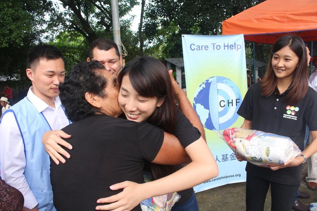 通稿照片07-薩爾瓦多志工隊與好心人基金會一起到偏鄉協助物資發放.JPG