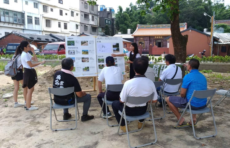 中原學生結合景觀設計思考訓練,與民眾共同找尋亟需改善的環境議題.jpg