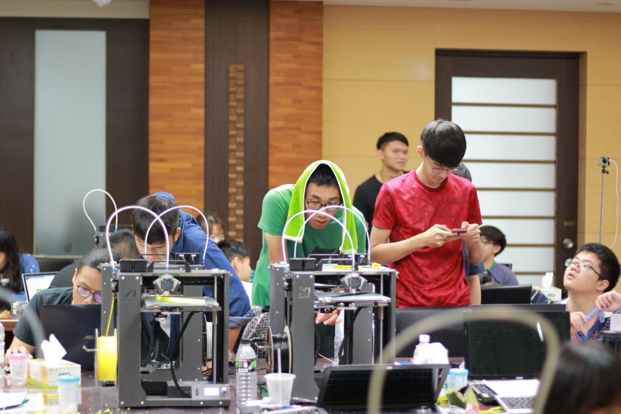 參賽隊伍現場進行列印實作.jpg