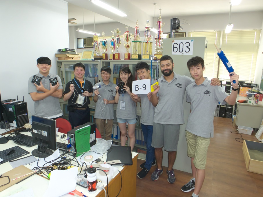 張元翔老師享受師生互動及教學的過程,這使他心境常保年輕.jpg