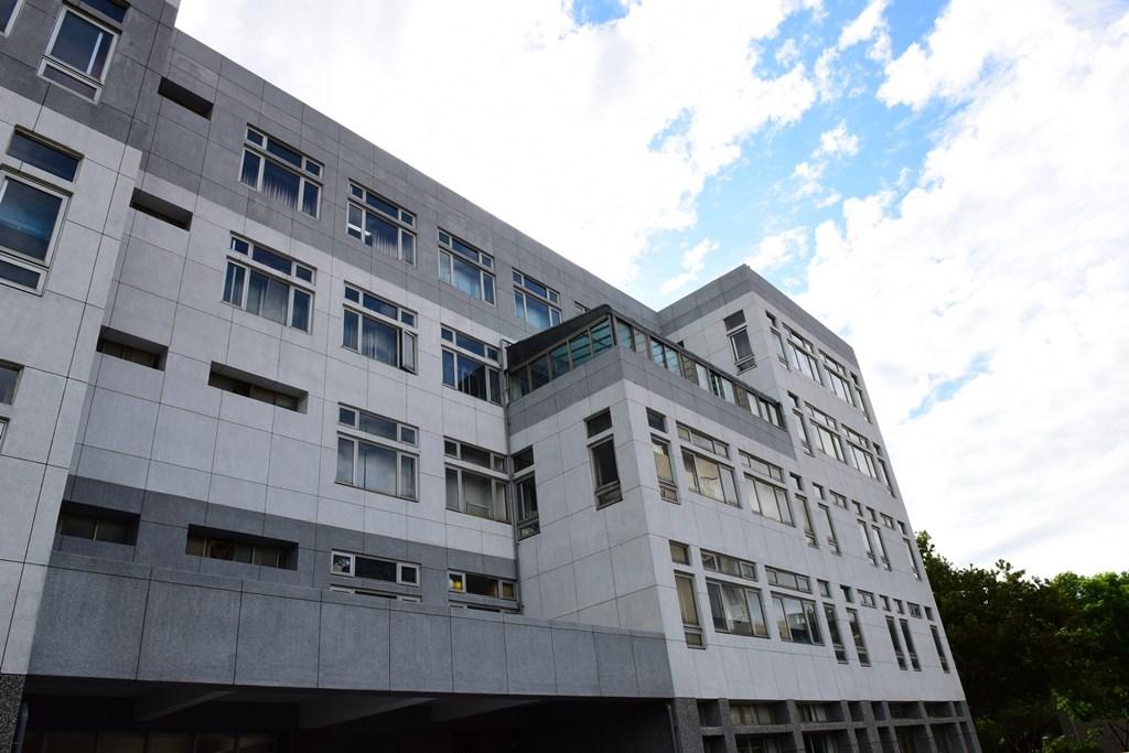 土木系館東北側之外牆整修在系友合力贊助支持下完成.JPG