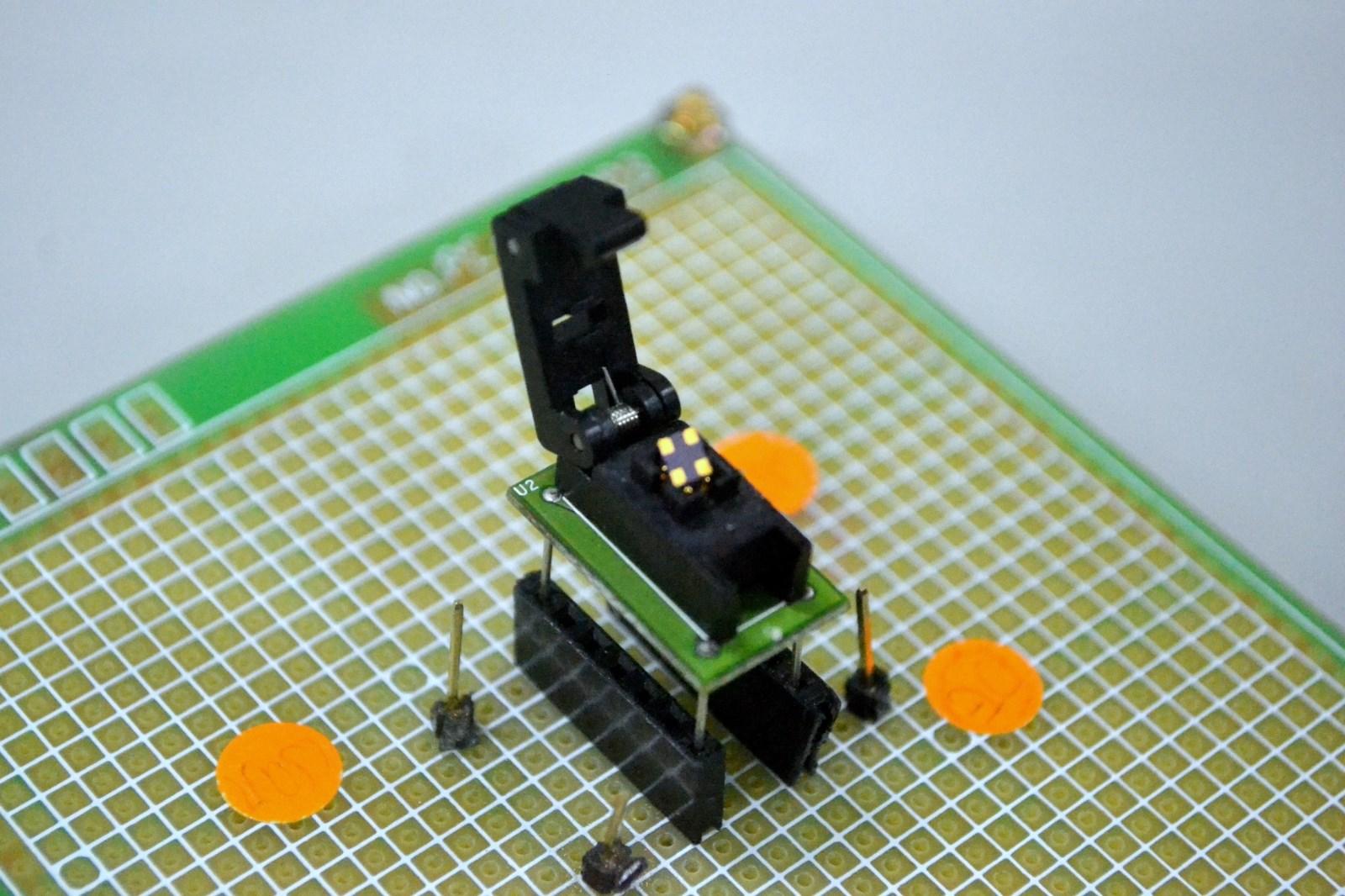 中原電子陳世綸教授的專利技術發展出全世界最小可任意設定輸出時脈頻率的振盪器控制晶片。.jpg