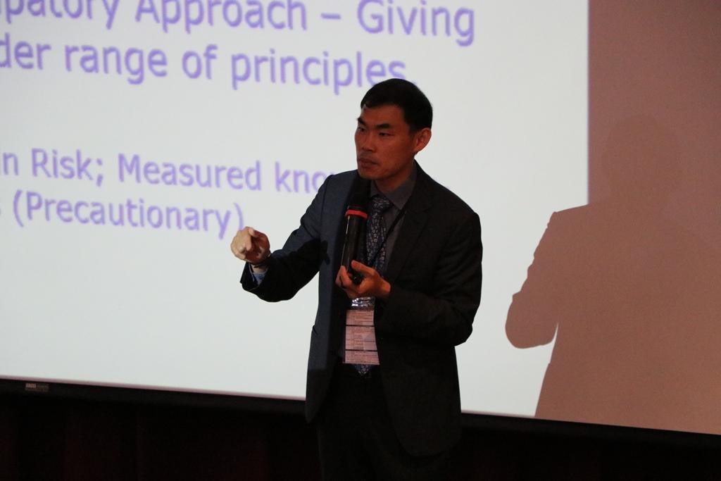 新加坡國立大學生物醫學倫理中心(CBmE)Dr Calvin Wai-Loon Ho為本次大會主講人.jpg