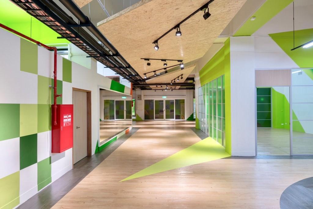 「樂河源地」整體環境以大自然為概念,使用「綠色系」將綠意盎然的校園延伸進入地下室.jpg
