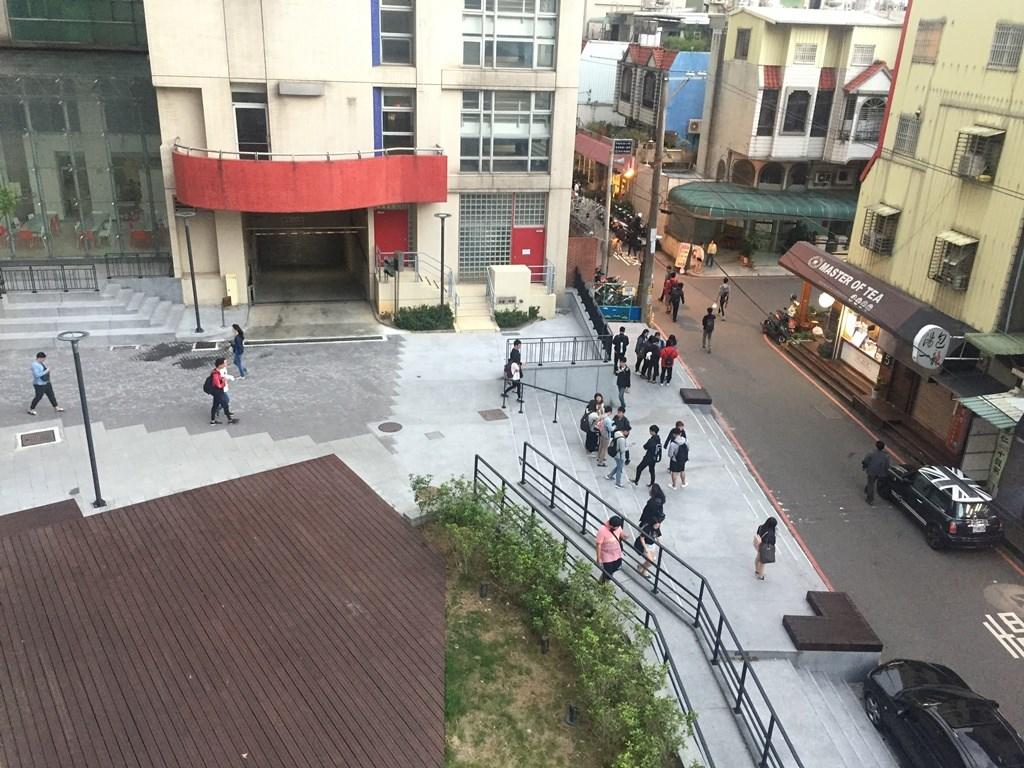 中原大學友善校園空間改善工程,讓師生與地方居民、商家共享優質環境。.jpg
