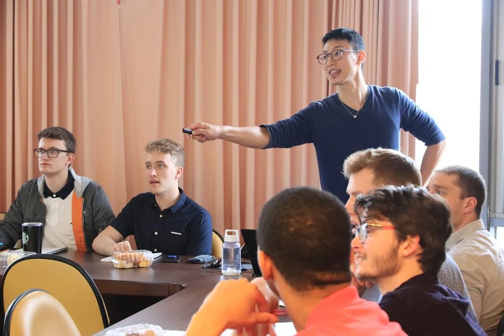 中原大學應用華語文學系老師提供UWM大學交換生專業之華語文教學。.jpg