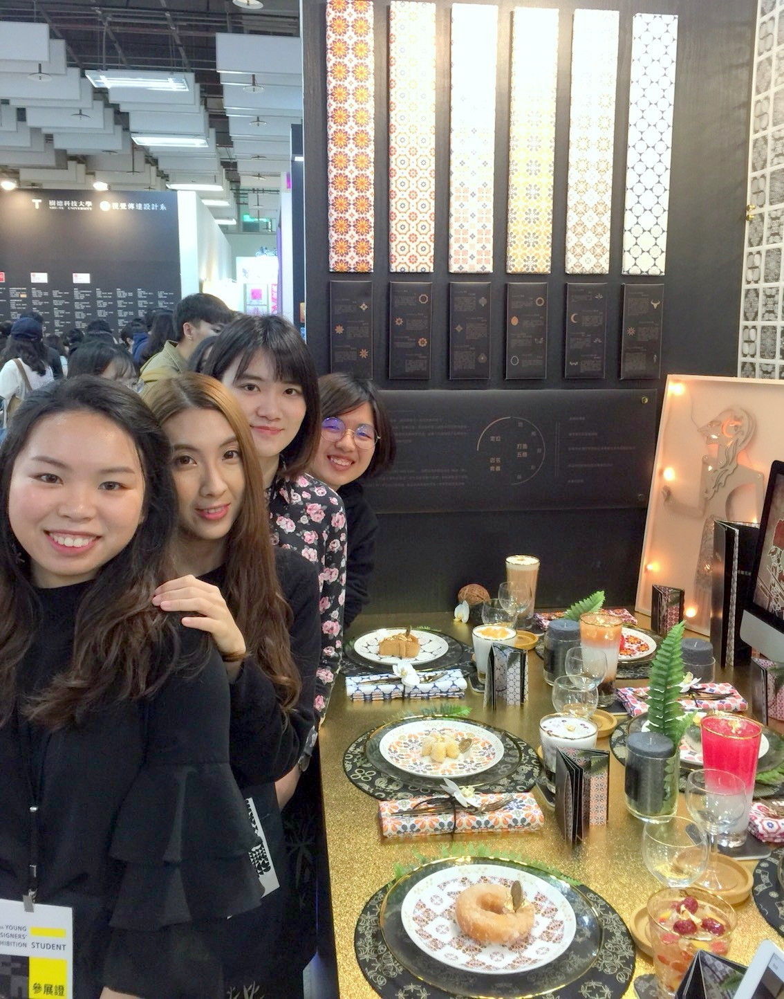 中原大學4位大馬外籍生以許多具有回憶與民族味道的馬來文化與糕點呈現餐廳設計.jpg