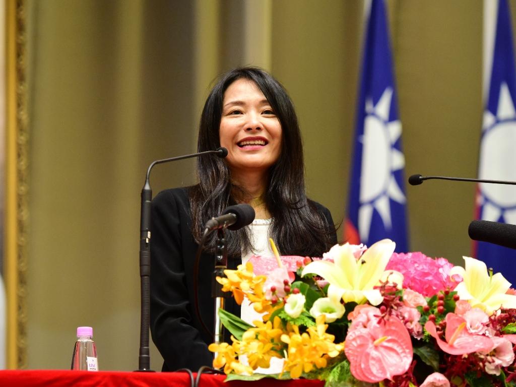 台灣IBM公司高璐華總經理受邀至中原大學勉勵在場畢業生.jpg