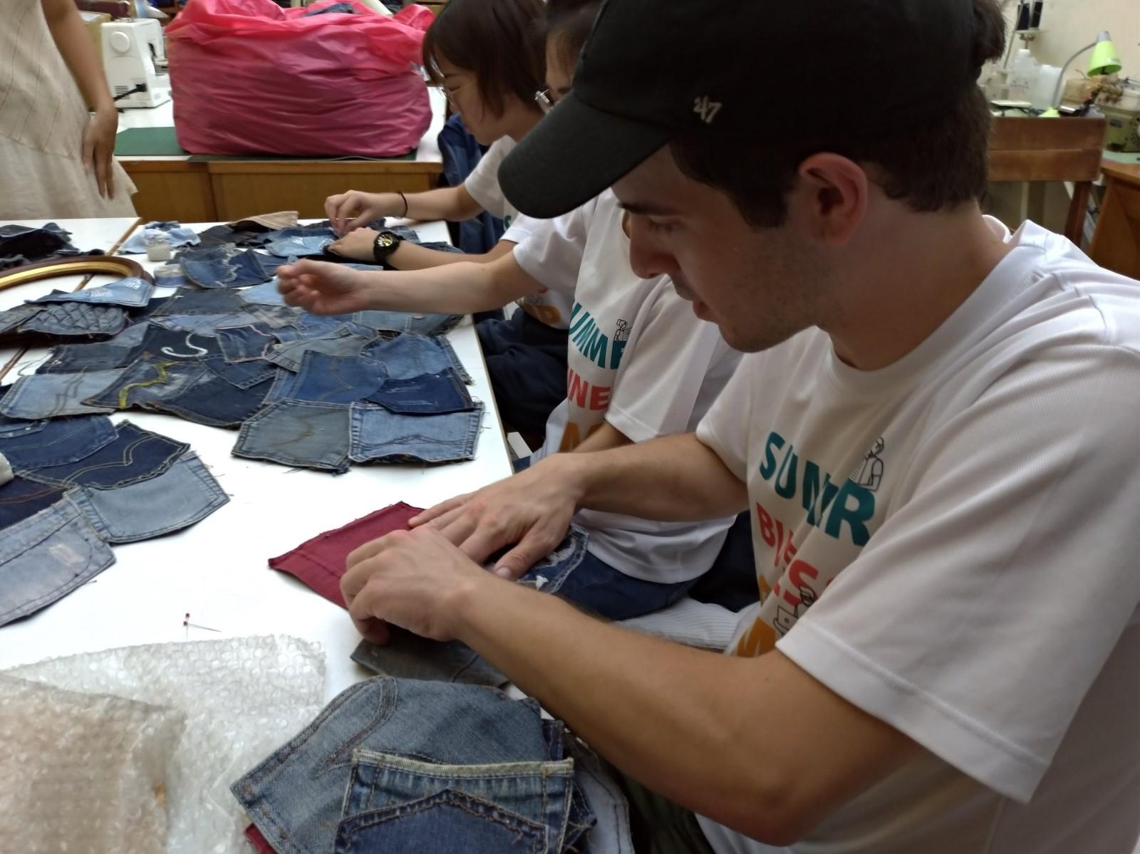 美國中央田納西州大學生參加中原大學營隊,至「木匠的家」參與服務學習。.jpg