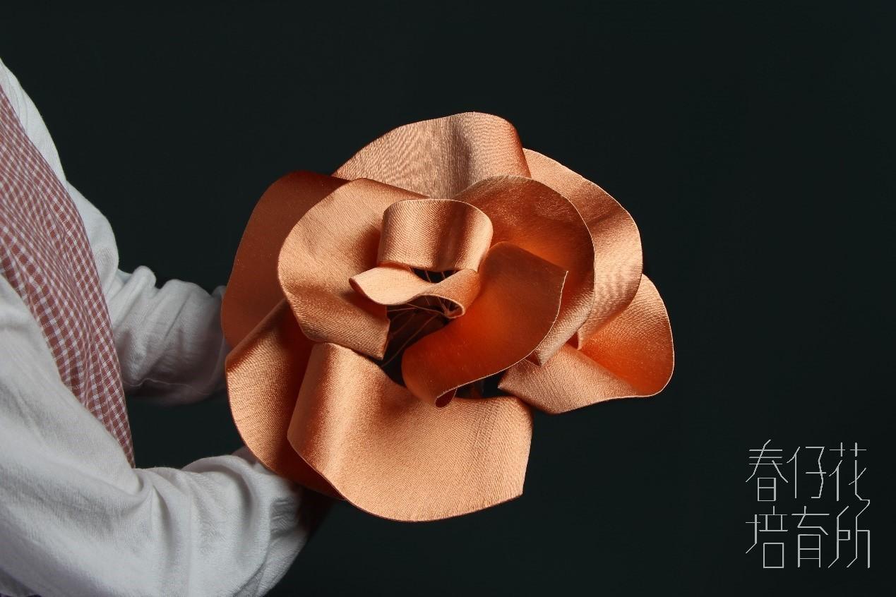 《Shopping Design》誰把阿嬤的春仔花變大了?中原商設學生打造巨型春仔花,再造纏繞絲線工藝的美好