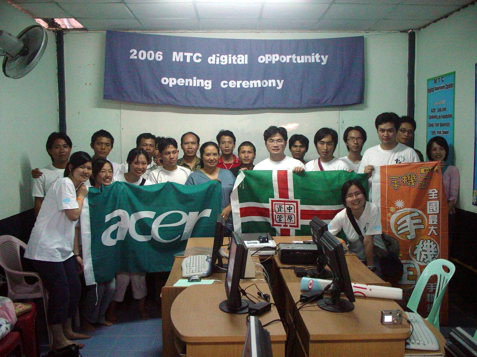 中原資管系學生深入泰緬邊境 為難民診所打造數位機會