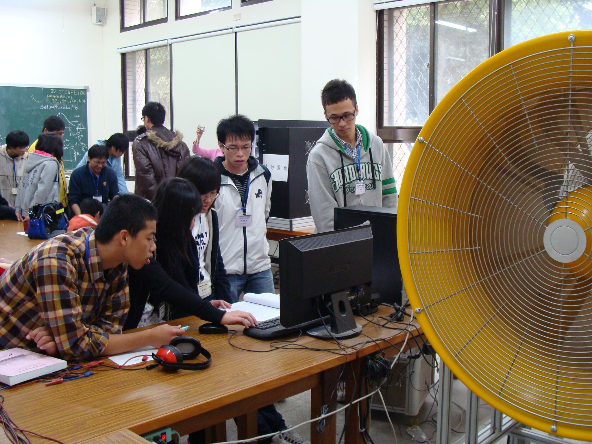 體驗一日大學生 中原電機大學體驗營吸引高中生參與