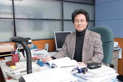中原電資學院洪穎怡院長榮獲「英國工程與技術協會會士」頭銜