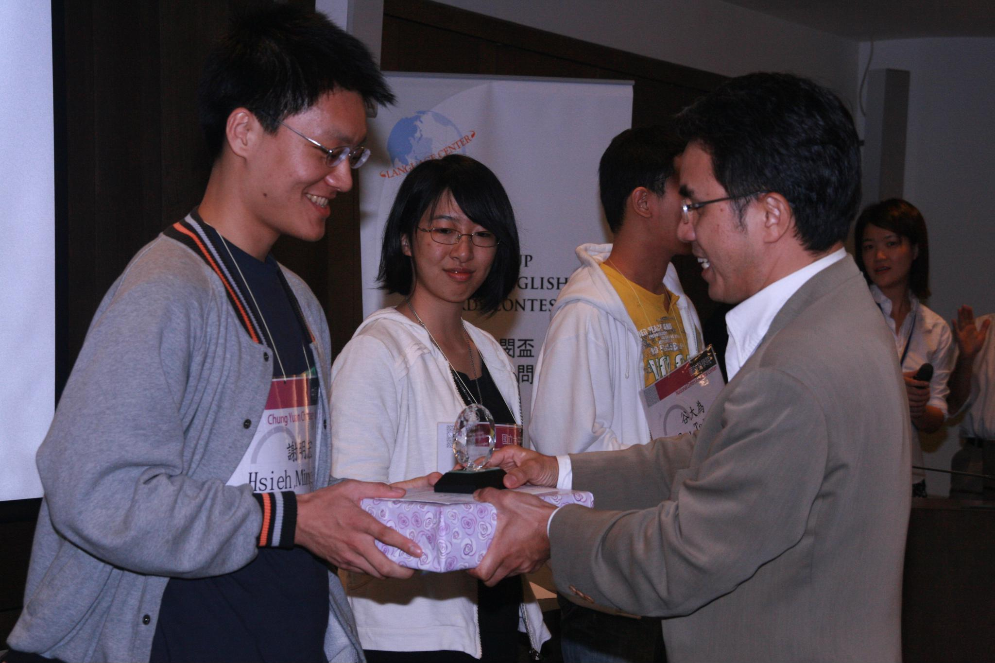 賀!應外三謝明宏榮獲東閔盃全國英語機智問答比賽大專組冠軍