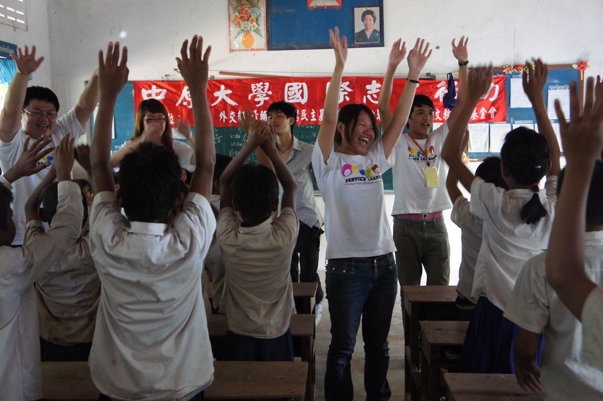 「柬」不斷的愛 有你,愛繪飛─2011中原大學海外志工服務團隊