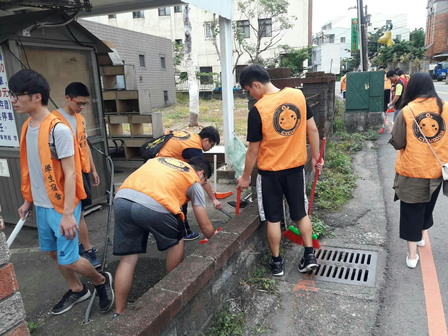 中原學生發起「身體力行,有善社區」掃街活動 深獲里長民眾鼓勵肯定