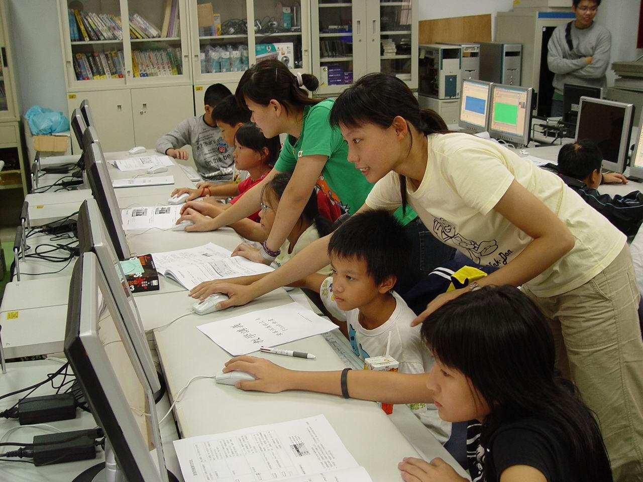 中原資管遠赴離島 指導東引中小學獲網頁競賽首獎