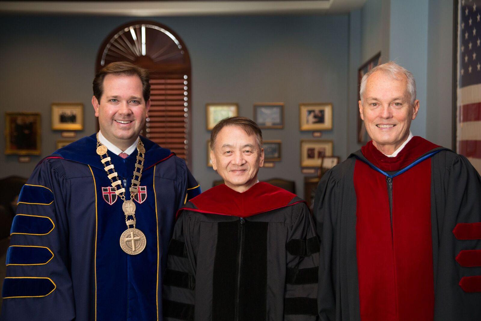 中原大學校長張光正  獲頒美國達拉斯浸信會大學名譽博士