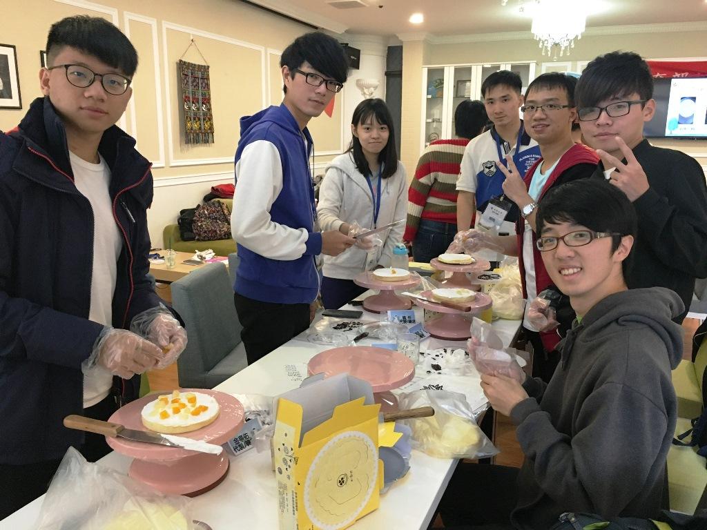 中原師生「手繪」聖誕愛心蛋糕 為弱勢家庭帶來暖心聖誕節