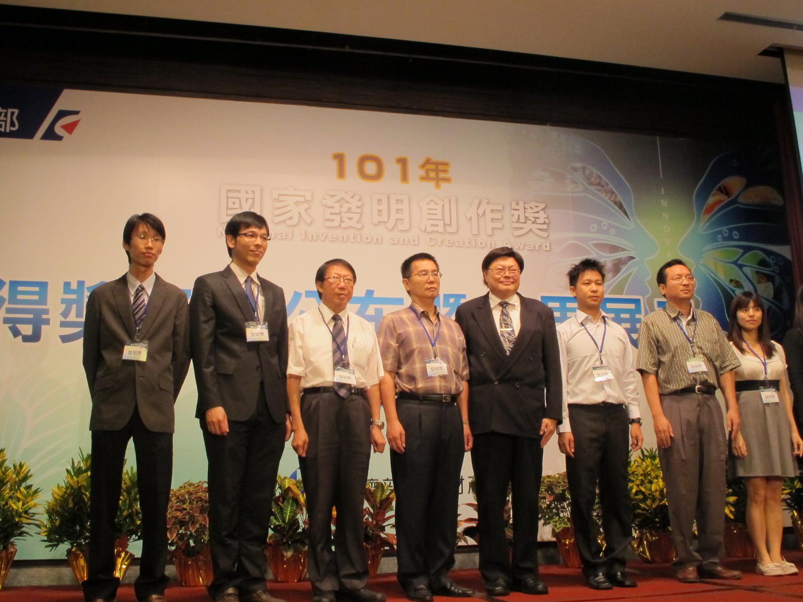賀!機械系陳夏宗教授研究團隊榮獲「101年國家發明創作獎」銀牌