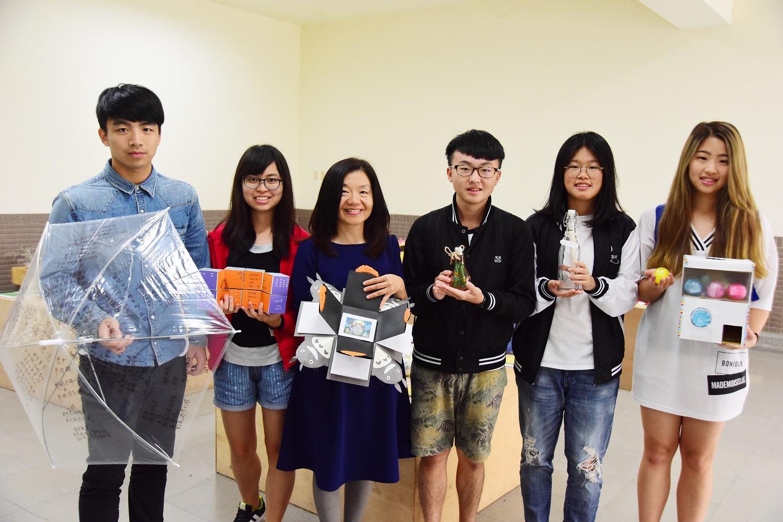中原大學創意國文課 雨傘、燈泡發想成詩集