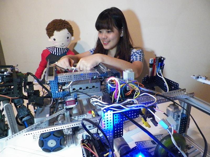 王有慈用科技傳愛──機器人出發!