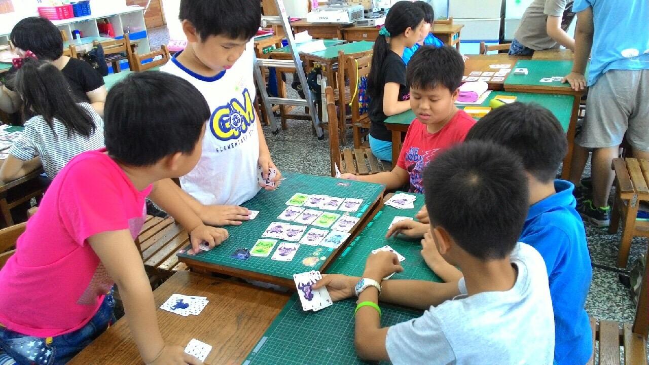 鄧昭怡X成寧 「玩」出創業    桌遊玩教育 不插電更給力