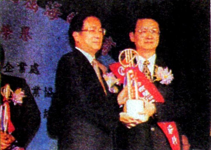 化學系校友吳榮輝 - 獲海外台商磐石獎