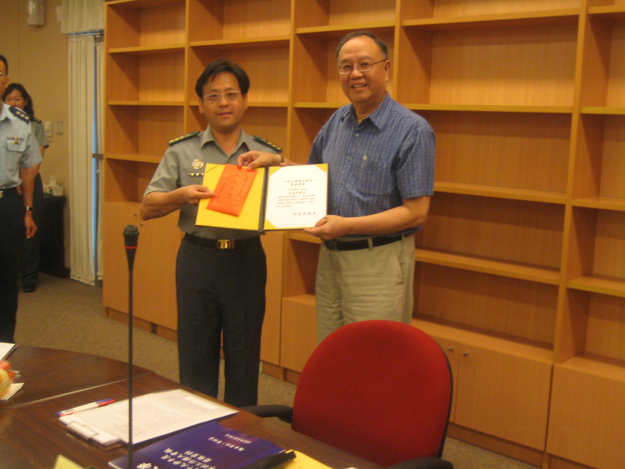 艾昌明、謝文里教官獲選為中原大學「優良教官」