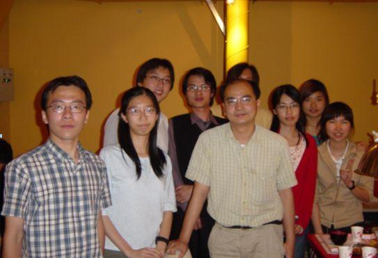 化工系劉英麟教授 - 榮獲2004年吳大猷紀念獎