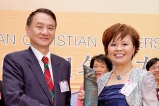 雙十同慶 傑出校友葉淑珍榮獲「中小企業領袖獎」