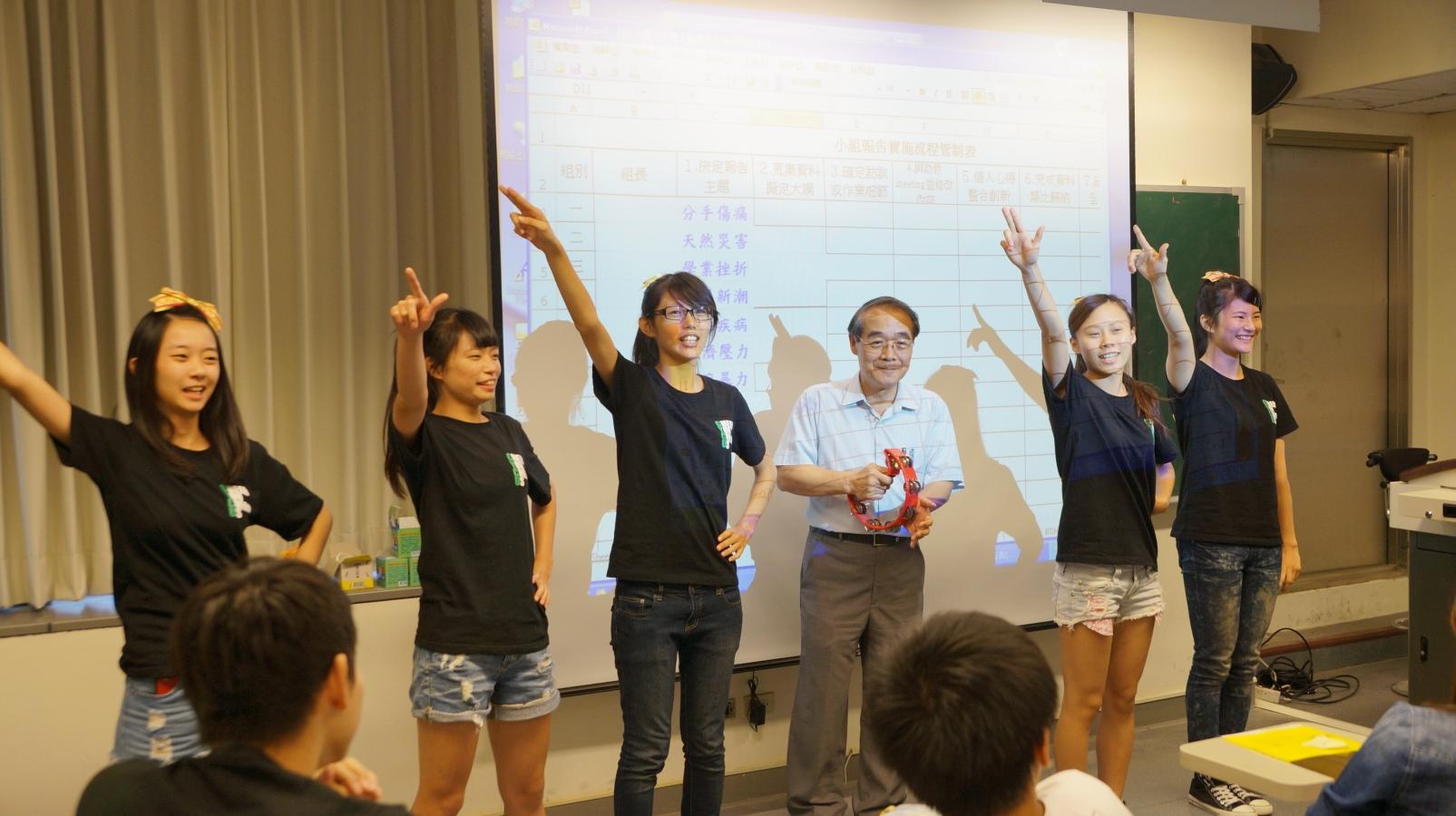 學生「快閃」獻驚喜 祝賀教師節快樂