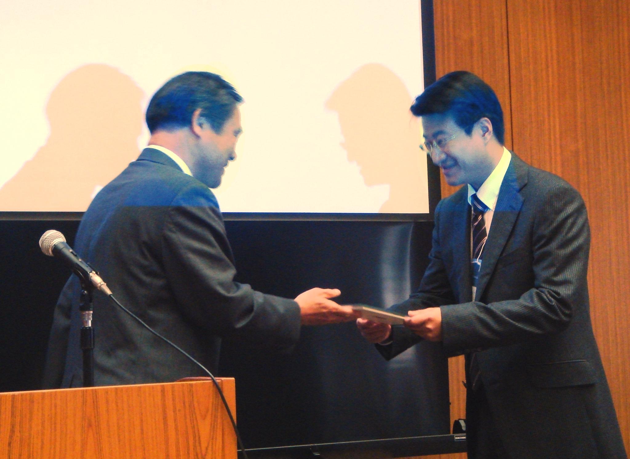 化工系童國倫教授榮獲日本粉体工學會APT賞