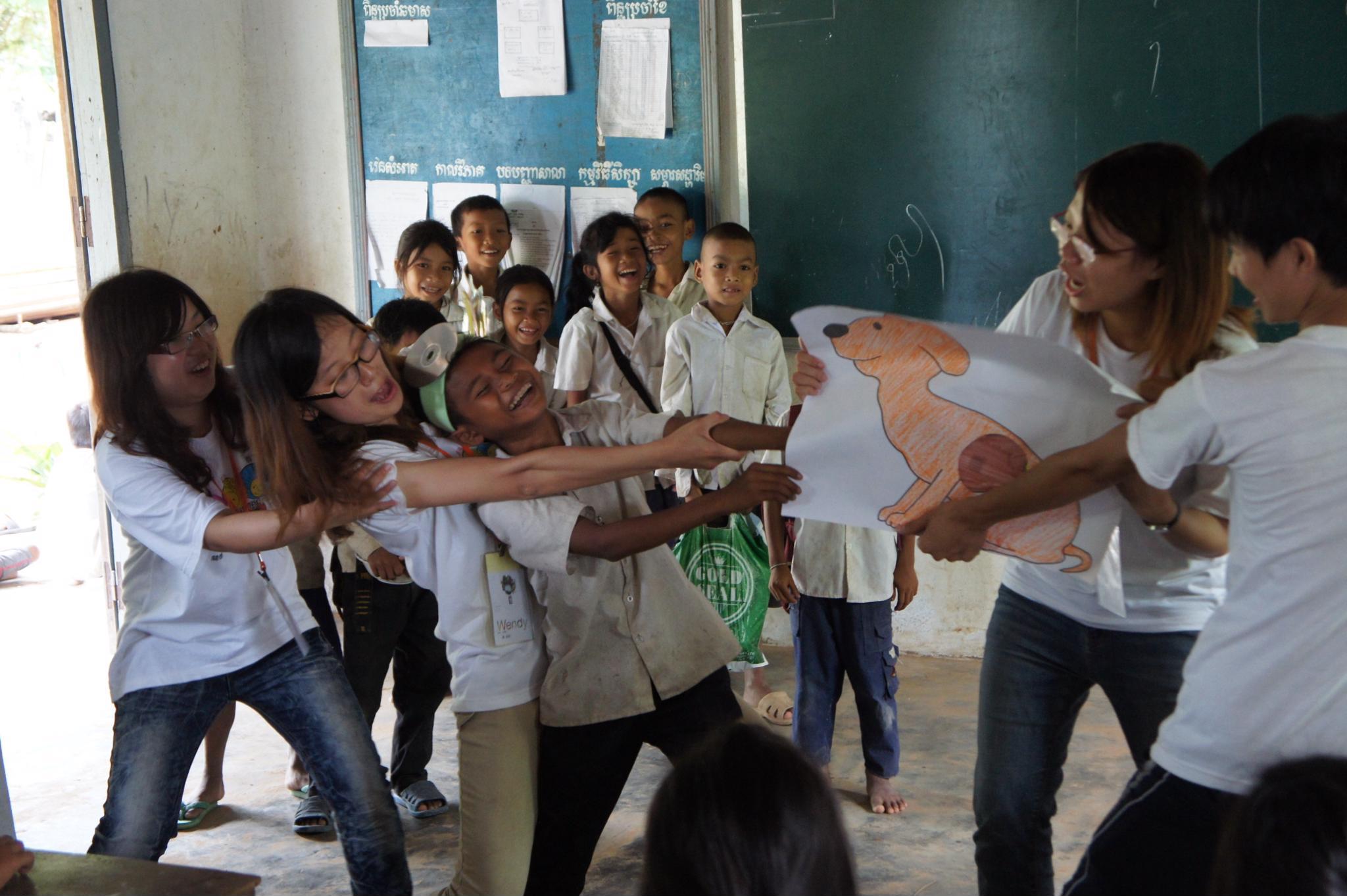 海外志工再訪柬埔寨 英文繪本傳遞愛與歡樂