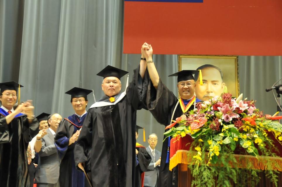 中原大學畢業典禮 校友李維澈獲頒名譽博士學位