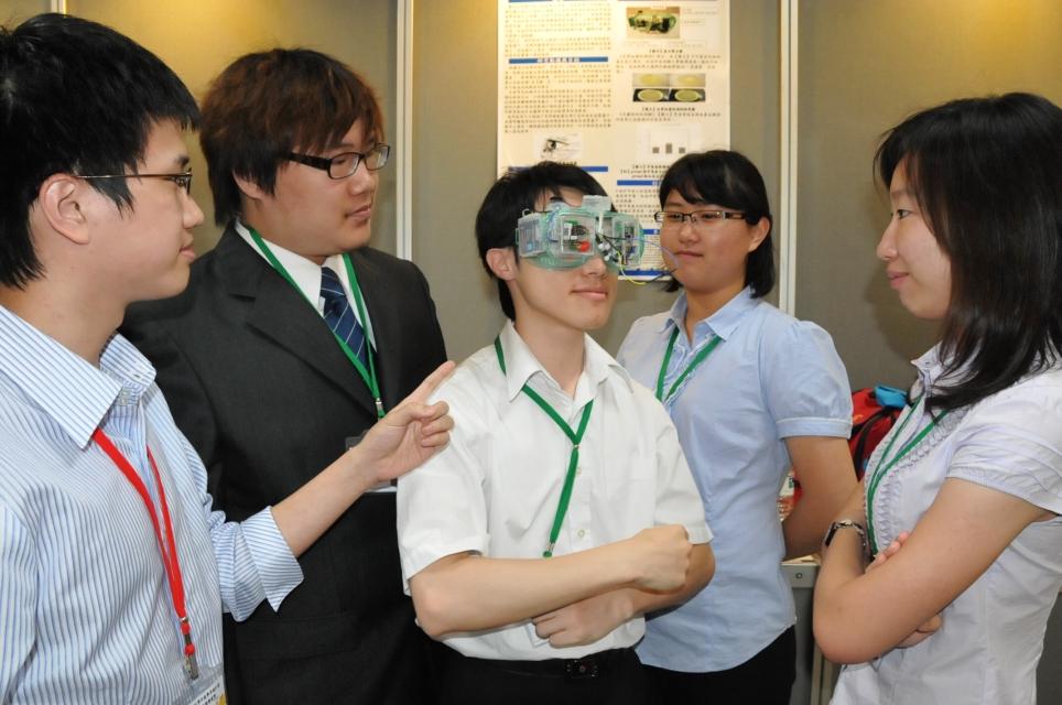 學生創意設計超音波蒸眼器 乾眼症福音